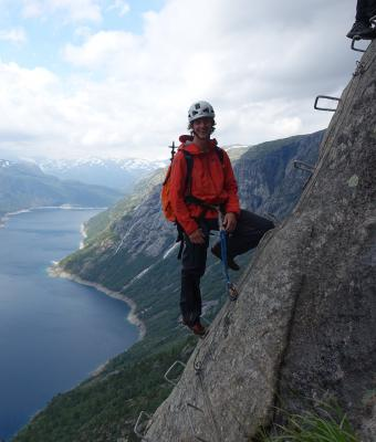 Mark Bielby Trolltunga Active Guide
